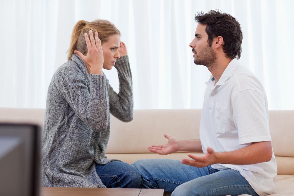 انتقاد الزوجة المستمر لزوجها من علامات الملل