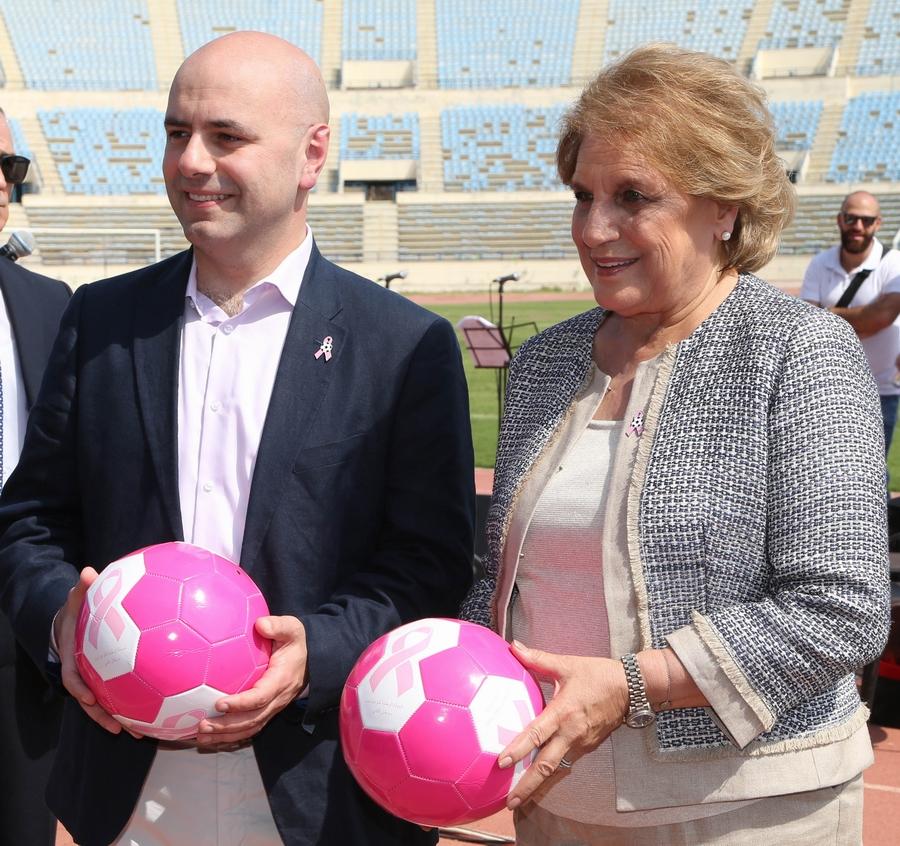 اللبنانية الاولى اطلقت الحملة الوطنية للتوعية ضد سرطان الثدي - مجلة هي