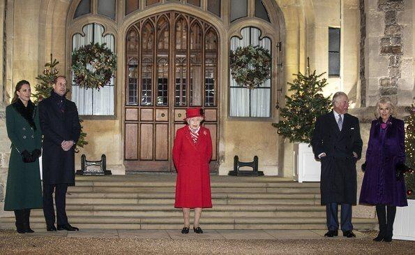 ملكة بريطانيا تستقبل وليام وكيت في وندسور في نهاية جولتهما الملكية الجديدة