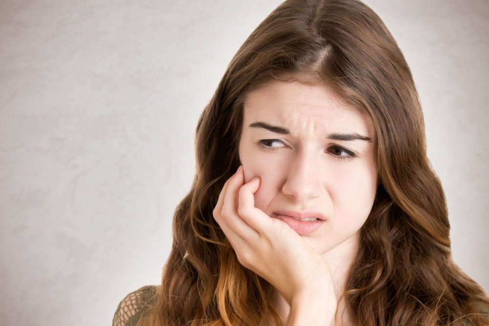 التهابات الفم و الأسنان تسبب رائحة فم كريهة