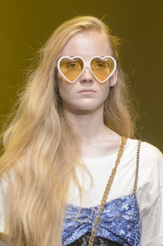 02be59c49 موديلات نظارات شمسية 2018 من Gucci - مجلة هي