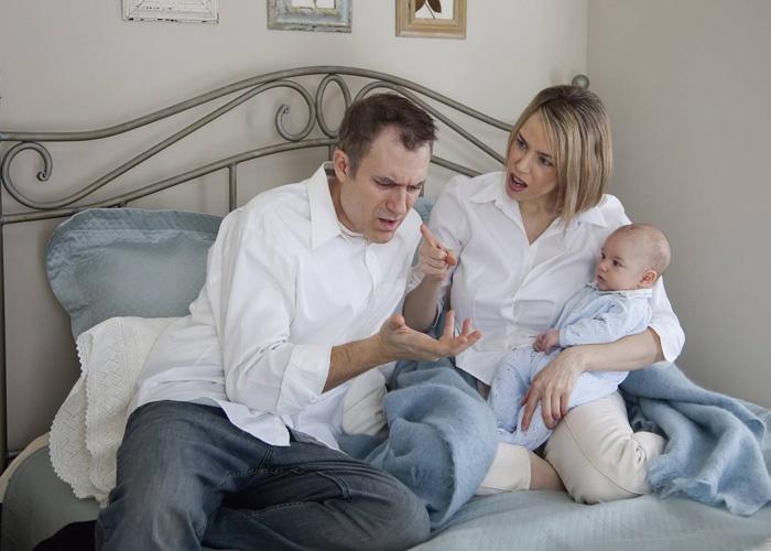 أسباب تغير الزوج بعد المولود الأول عديدة منها الخلافات الزوجية