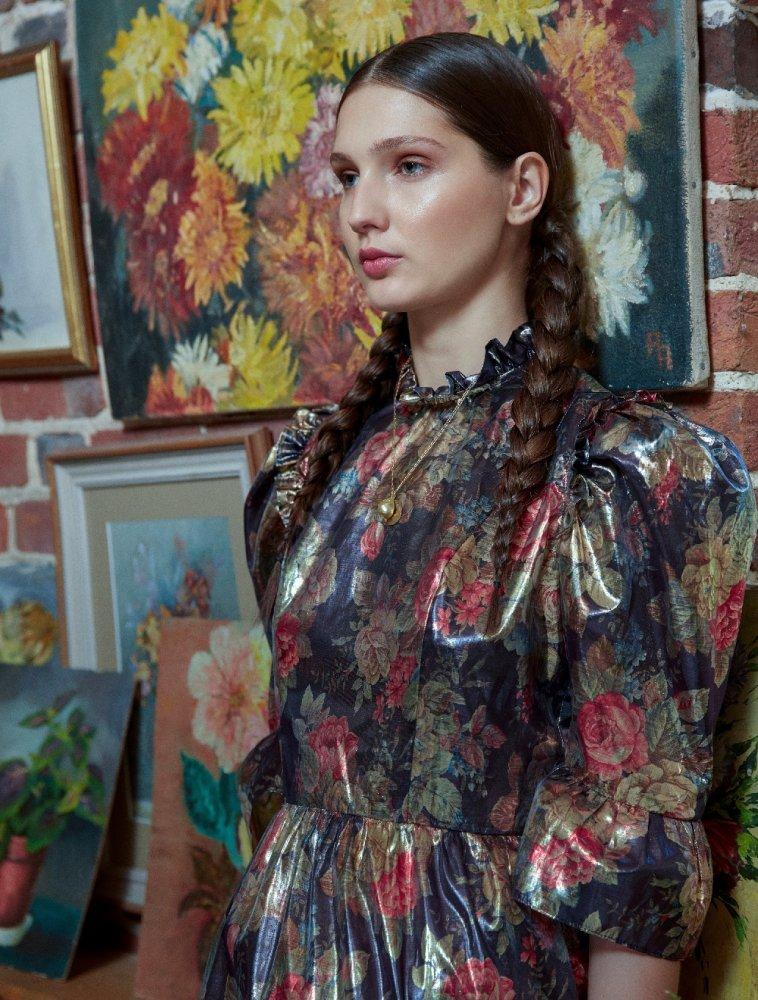 4fa7d31d5 فستان من قماش اللاميه مزخرف بالأزهار والكشاكش من