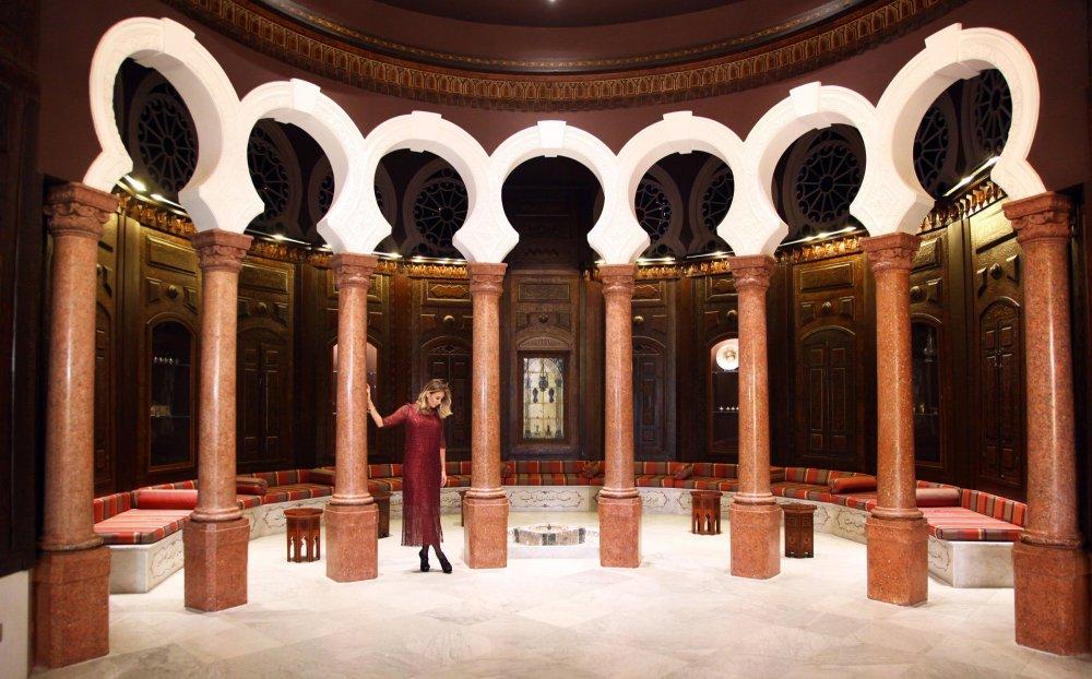 الفخامة وروعة الجدران الخشبية داخل متحف سرسق
