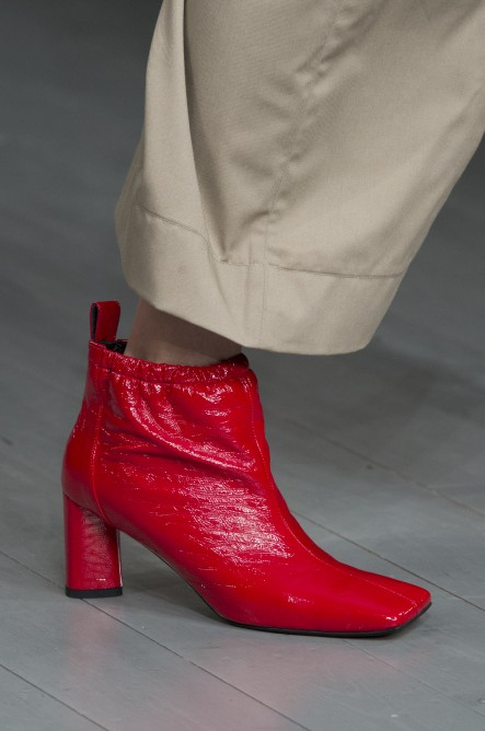 5a30f0777c3ef أحذية الكاحل بهذه التّفاصيل أحدت موضة شتاء 2019 - مجلة هي