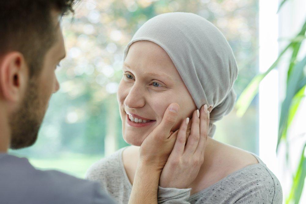 من نصائح للزوج لدعم زوجته المصابة بسرطان الثدي تعزيز شعورها بالأمان