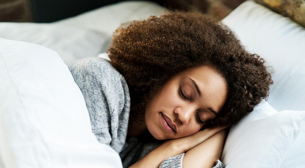 وضعية النوم الامثل للتخلص من الام الكتف
