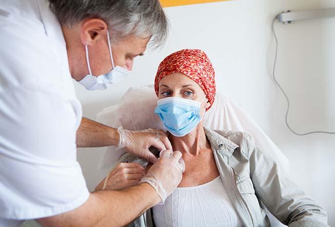 ارتداء الكمامة مهم لمرضى السرطان أكثر من غيرهم