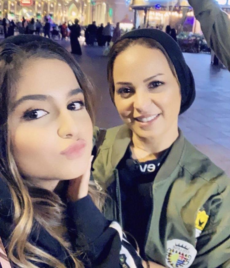 منى السابر والدة حلا الترك تنشر صورة حديثة بدون حجاب..شاهدوا - مجلة هي