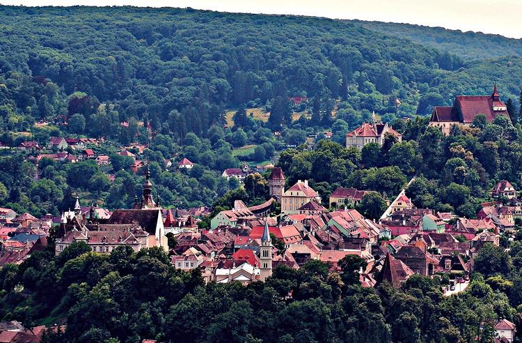 10 اماكن رائعة لاكتشاف سحر رومانيا الجذاب مجلة هي