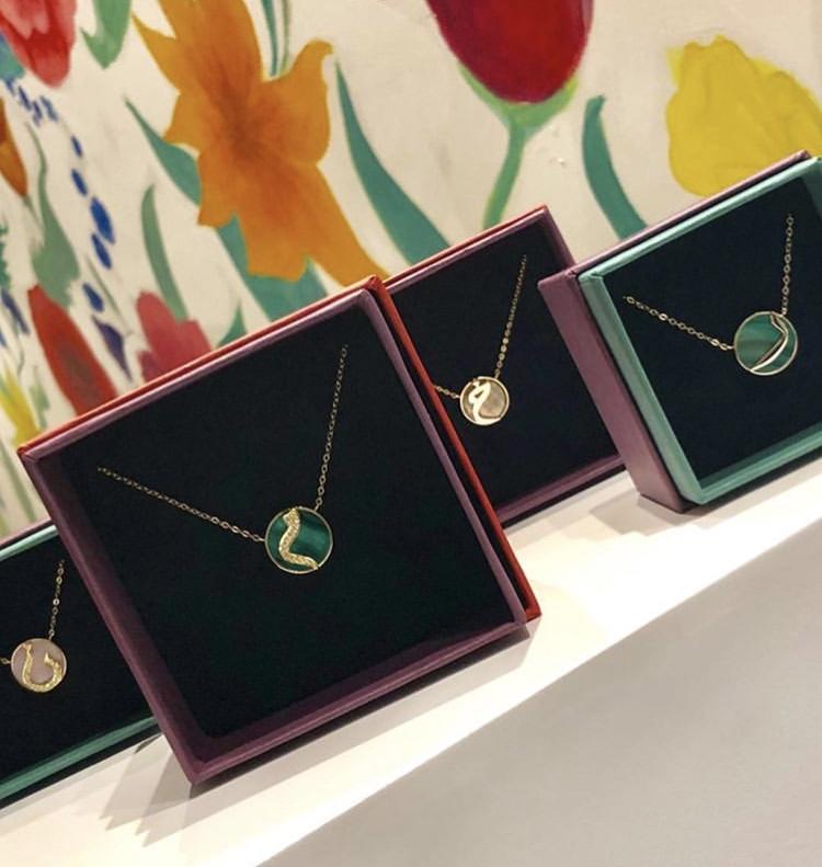 b3ab881bcd867 انطلاق المعرض الأول للمجوهرات في معهد رافلز للتصميم بالرياض - مجلة هي