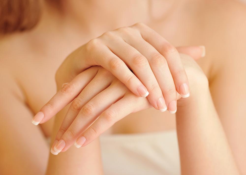 نصائح للتخلص من البقع الداكنة على اليدين بالطرق الطبيعية