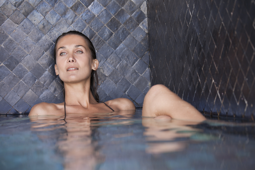 السباحة احد العلاجات المفيدة والمؤثرة على النفس للتخلص من الاكتئاب