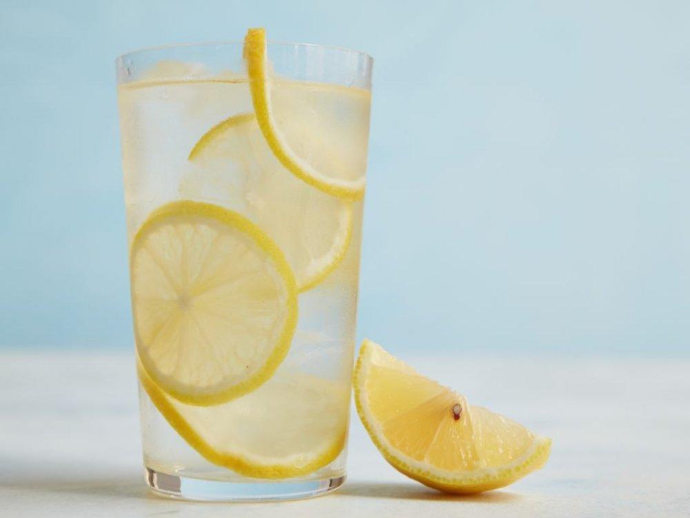 رجيم الماء والليمون لخسارة 16 كيلو جرام في الشهر - مجلة هي