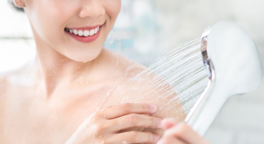 نصائح جمالية لاستخدام ماء الاستحمام المناسب لمريضة سرطان الثدي