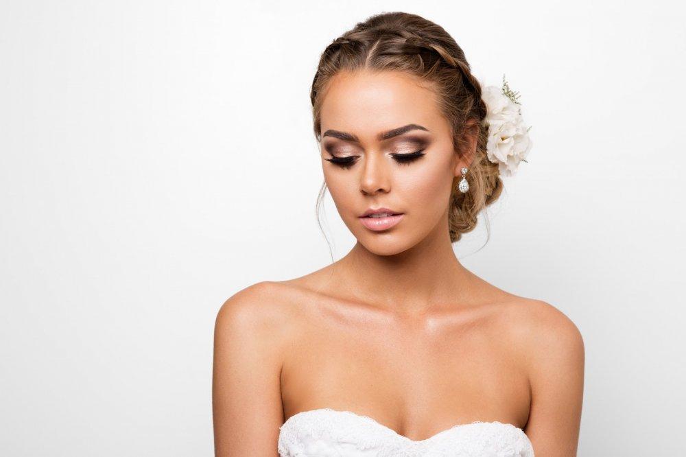 مكياج عروس مشرق بلمسات ذهبية - مجلة هي