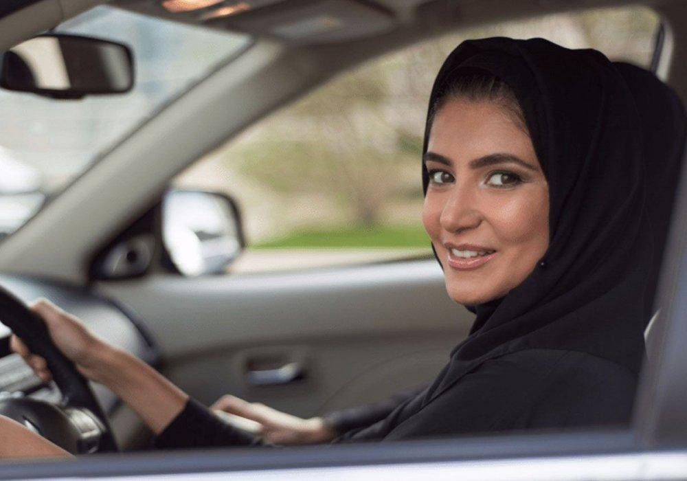 ما هي مشاكل قيادة المرأة للسيارة مجلة هي