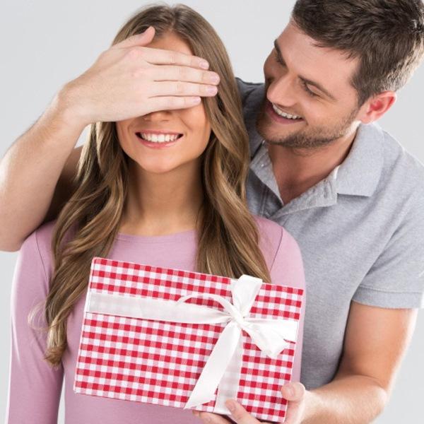 أفضل طرق تقديم العيدية للزوجة