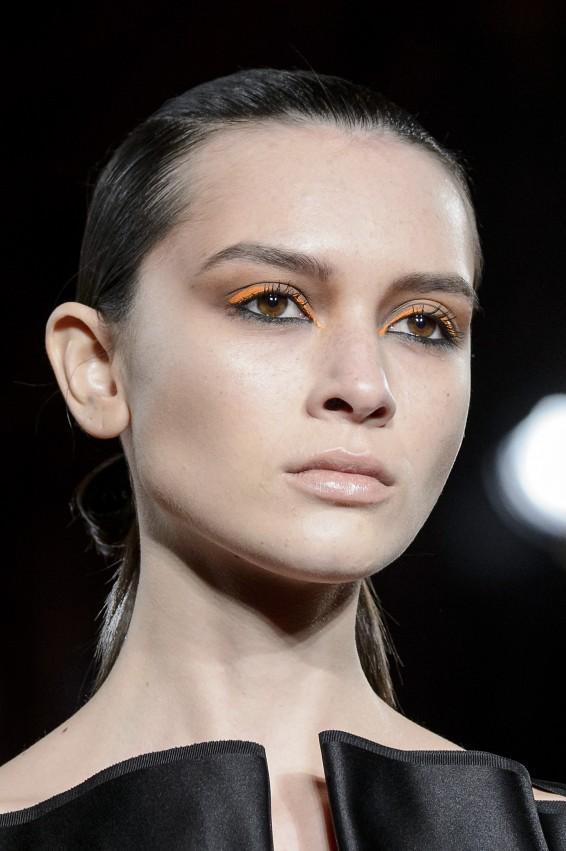 مكياج باللون البرتقالي من صيحات الجمال في اسابيع الموضة - مجلة هي