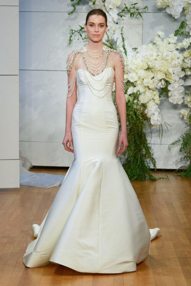 3e95b0b1f7639 فساتين زفاف مزينه باللؤلؤ لعروس خريف 2018 - مجلة هي