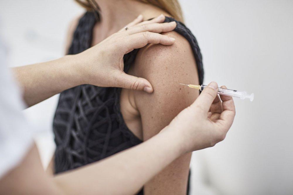 التطعيم ضد فيروس كورونا سيخفف من شراسة المرض