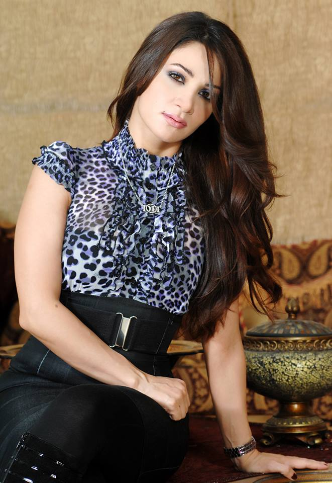 9bfeb16c46c23 صور ديانا حداد وابنتها تؤديان مناسك العمرة - مجلة هي