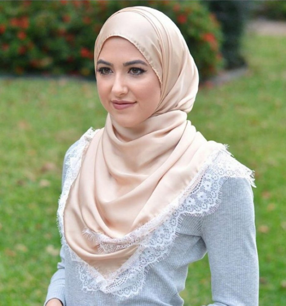 932c14f472e4c الطرحة الدانتيل من احدث صيحات موضة الحجاب لهذا الموسم - مجلة هي