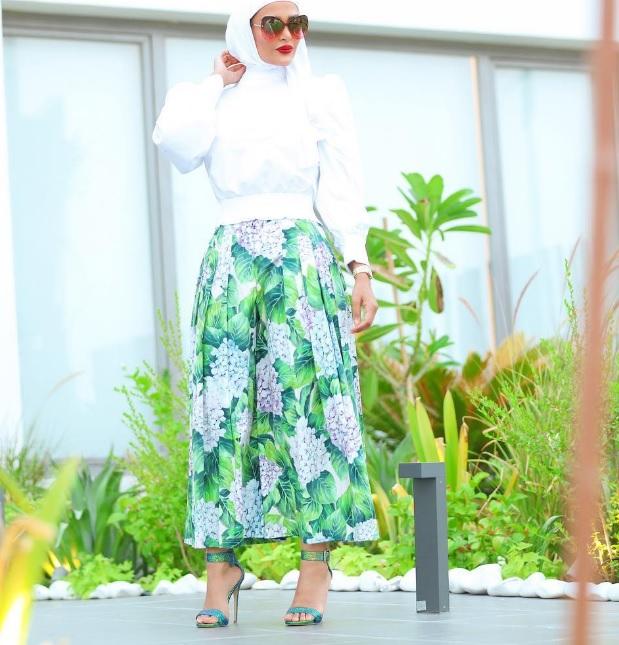 cfaee39eb نسقي البنطلون الواسع على طريقة مدونات الموضة المحجبات - مجلة هي