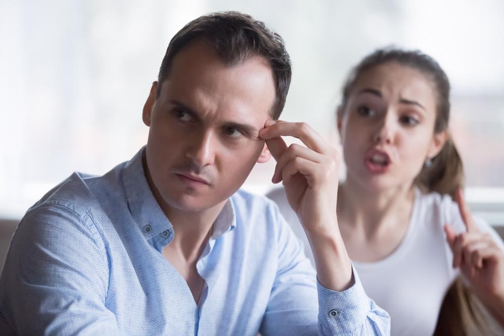 لا تشركي زوجك في مشكلاتك مع والدته فانت الخسرانه فهي الام يا عزيزتي
