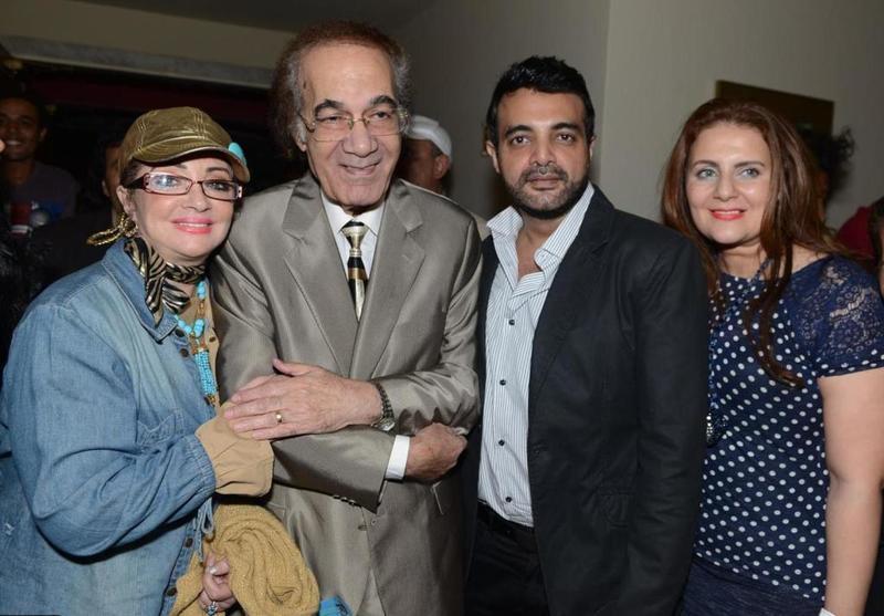 تفاصيل الأيام الاخيرة في حياة الفنان محمود ياسين زوجته منعت أبنائه من رؤيته ولم يتذكر زملائه إلا بصعوبة مجلة هي