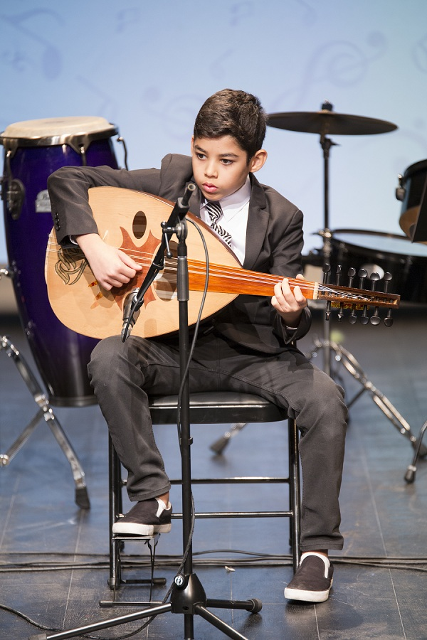 أطفال  الجليلة  يبدعون بأصواتهم الاوبرالية بحضور حسين الجسمي - مجلة هي