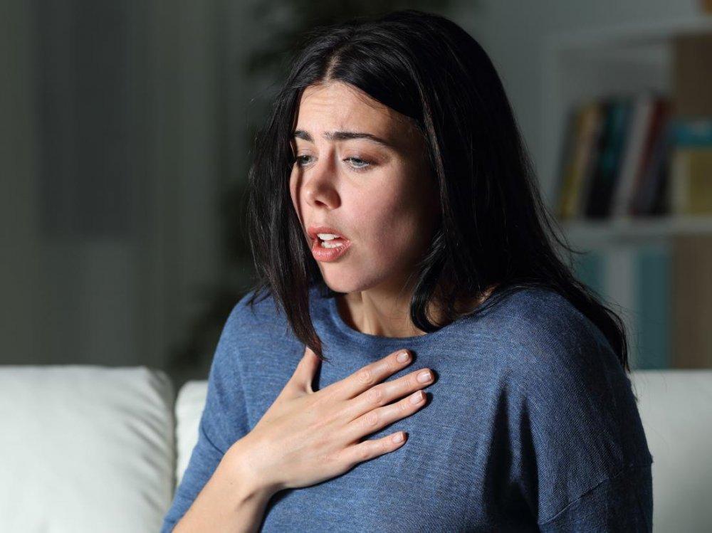 ضيق التنفس من أعراض كورونا.