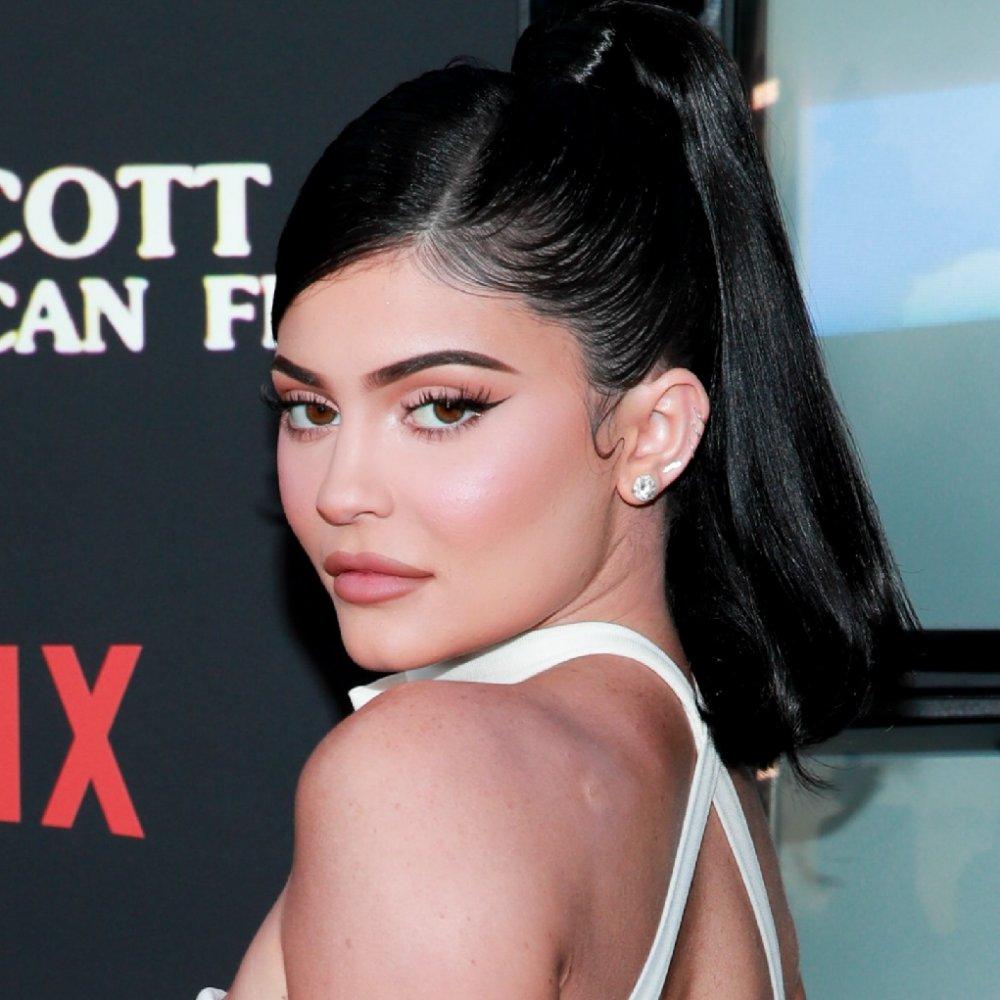 تسريحات شعر ذيل الحصان العالية لرمضان ٢٠٢١ من وحي Kylie Jenner