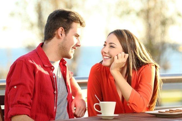 صفات المرأة التي ينجذب إليها الرجل لا إرادياً