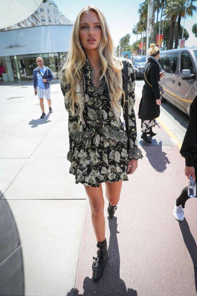 اطلالات شبابية مميزة في الفساتين القصيرة المعرقة