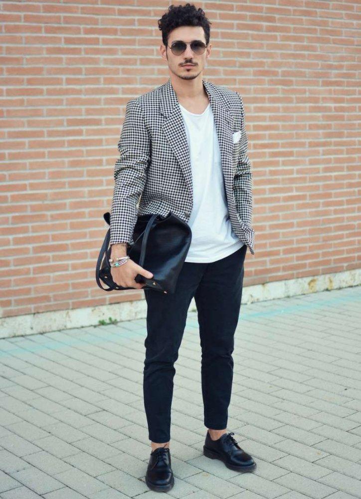 261ada243 5 اطلالات انيقة للرجال وكيفية ارتداء البليزر مع التيشيرت الأبيض - مجلة هي