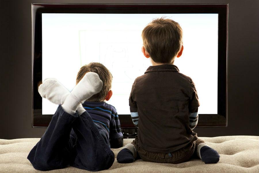 طرق تقليل جلوس طفلك أمام شاشة التلفزيون