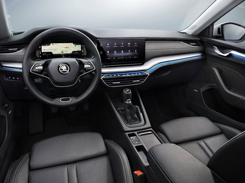 تبدو Octavia الجديدة، مختلفة كلياً عن سابقتها، مع لوح قيادة أبسط، مع الاتكال على الشاشة الرقمية