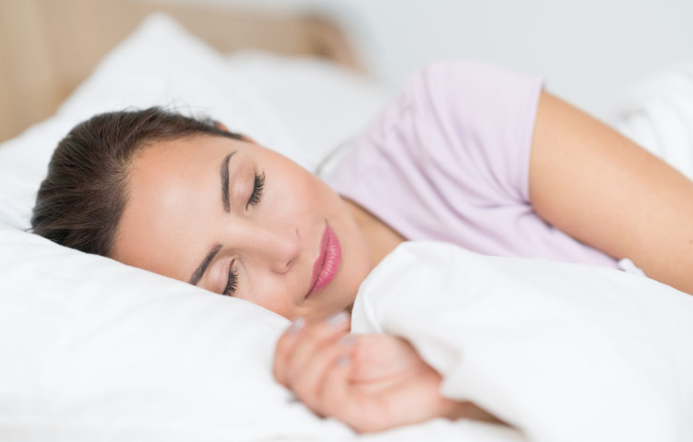 النوم قد يسبب الم الاسنان في الليل