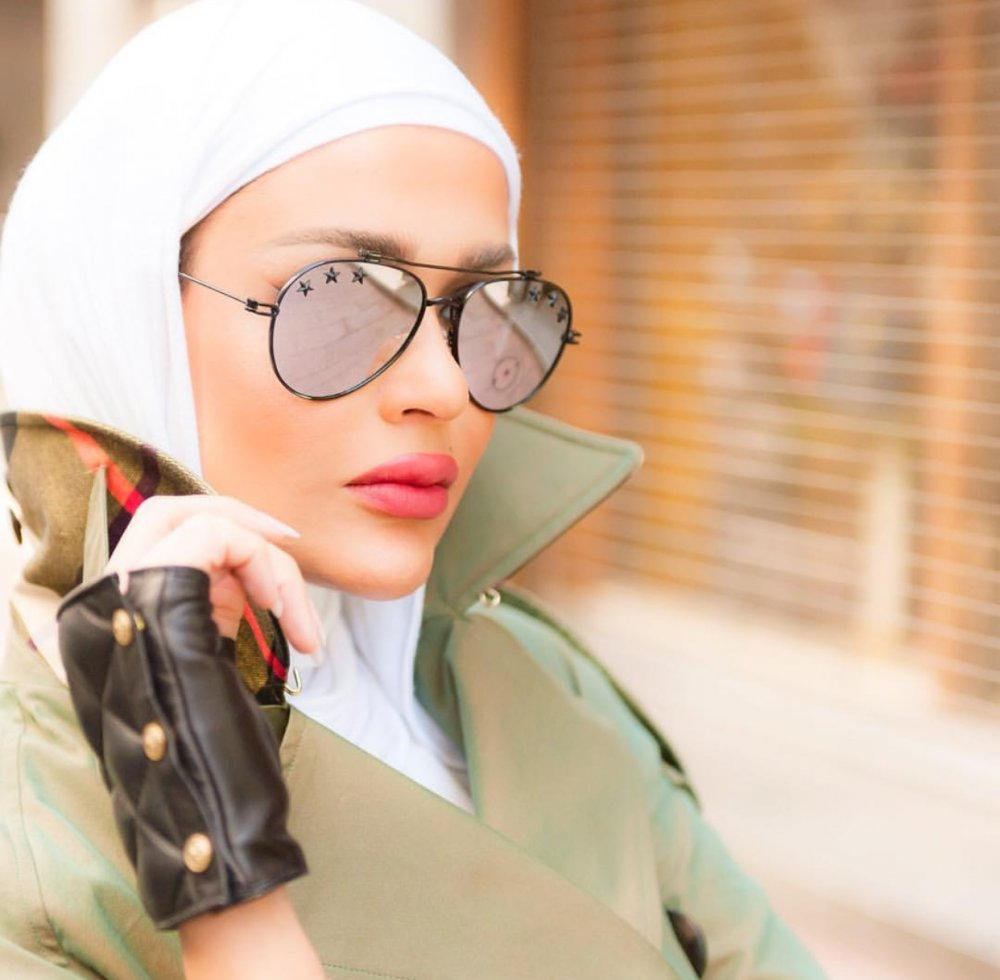 0fcbd5b7c طريقة لفّ الحجاب مع النظارات الشمسية - مجلة هي