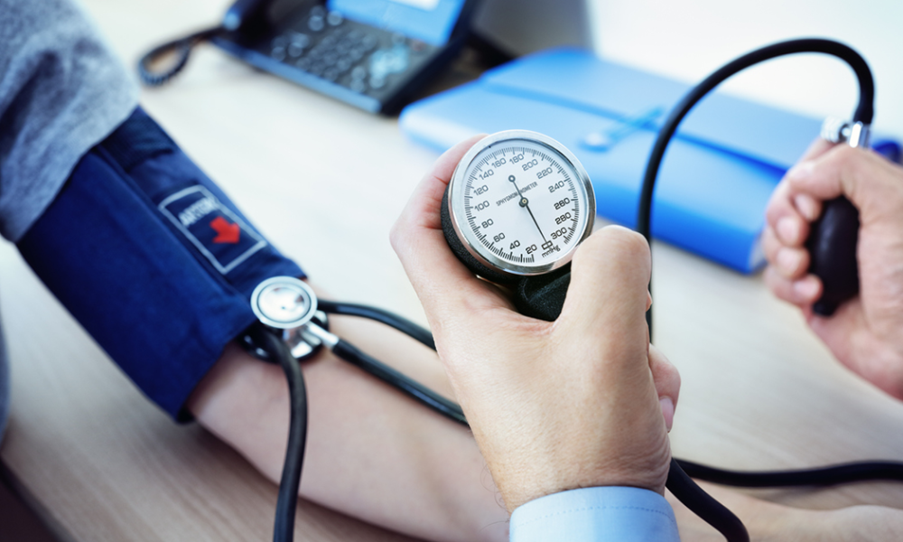 ارتفاع ضغط الدم من أعراض قلة الألياف بالجسم