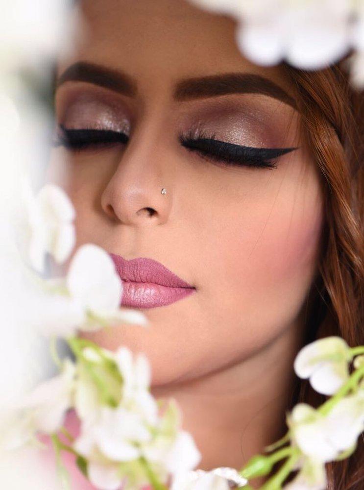 df78bf1137060 خبيرة التجميل السعودية منى شرواني لـ