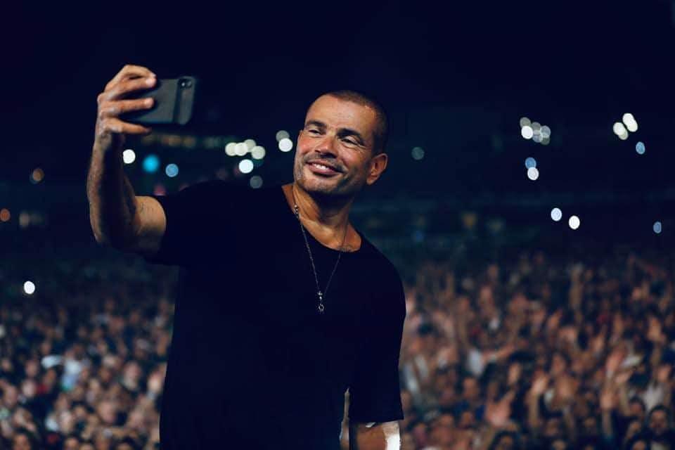 عمرو دياب يكشف عن أغنية جديدة في حفله الأخير ويثير الإعجاب بهذا الموقف الإنساني.. بالفيديو - مجلة هي
