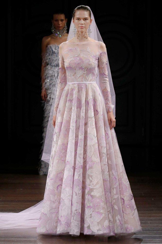 bf6136466 أحدث فساتين زفاف محجبات بالأكمام الطويلة 2017 - مجلة هي