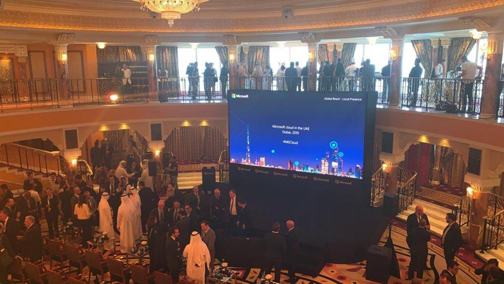 مايكروسوفت تطلق أولى مراكز بياناتها إقليميا من الإمارات - مجلة هي