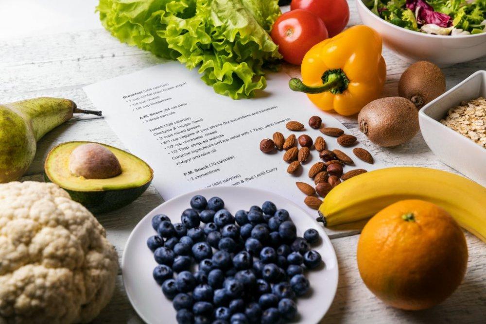 تشدد الحمية على تجنب بعض الاطعمة التي تسبب تهيج الامعاء لمرضى القولون العصبي