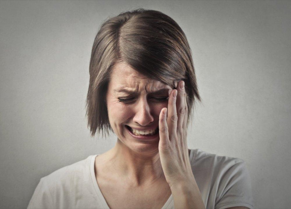 دموع العين الملوثة بالفيروس قد تكون مصدراً لنقل العدوى