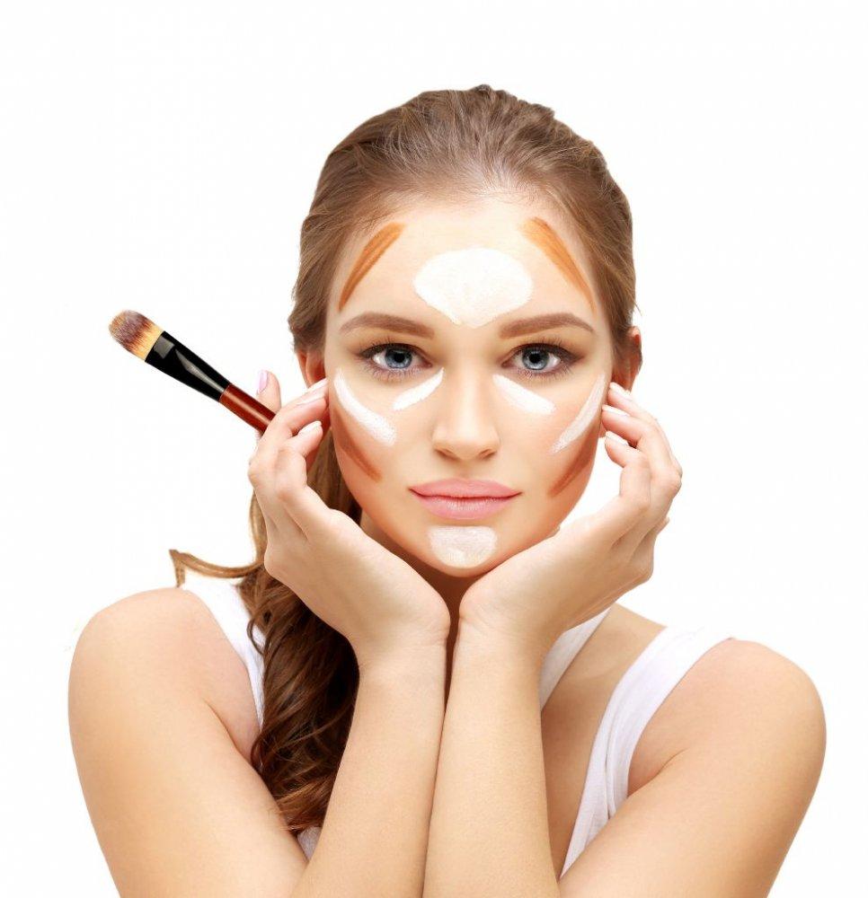 5 خدع لتصغير الوجه الممتلئ وتنحيفه باستخدام مكياج الكونتور - مجلة هي