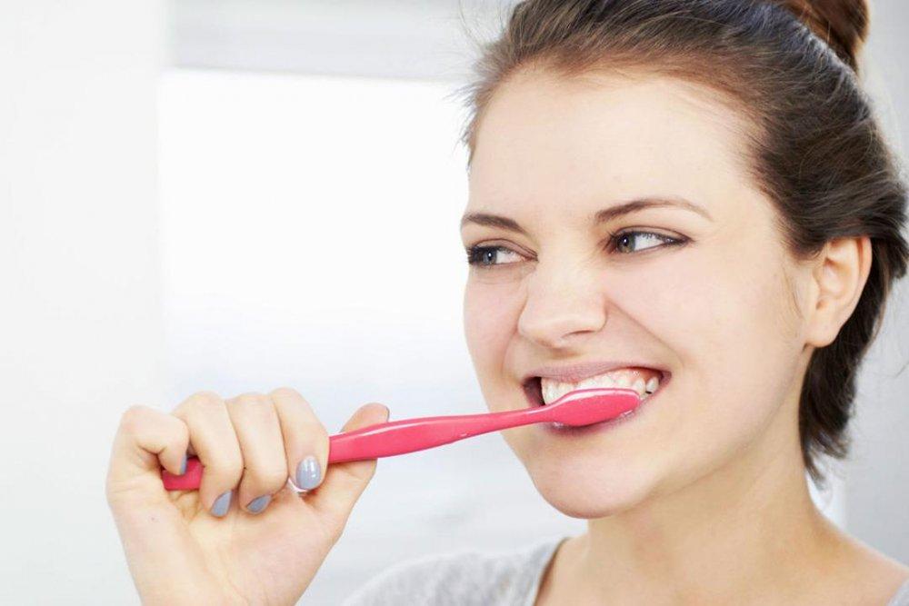 تنظيف الأسنان قبل الخروج من المنزل يقي من عدوى فيروس كورونا