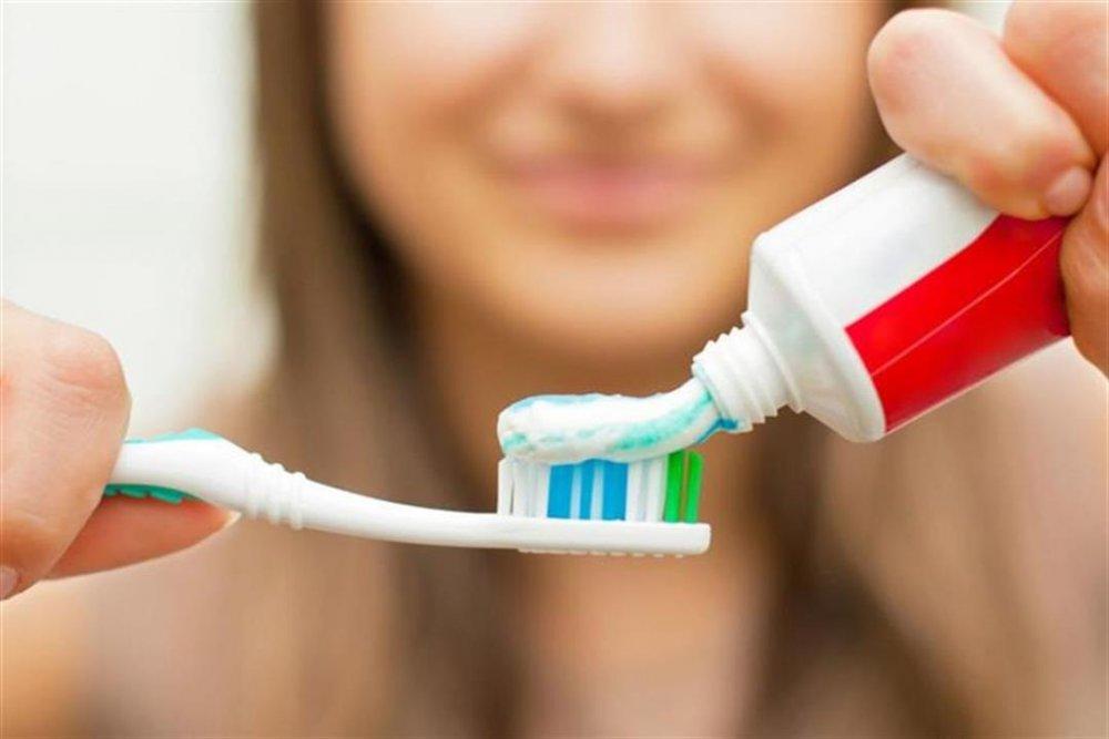 معجون الأسنان يحوي نفس مواد معقم اليدين لذلك يقي من كورونا